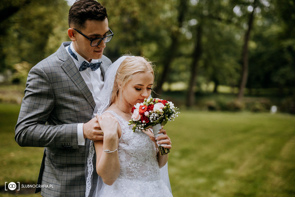Sesja ślubna w pochmurny dzień w Gostyniu