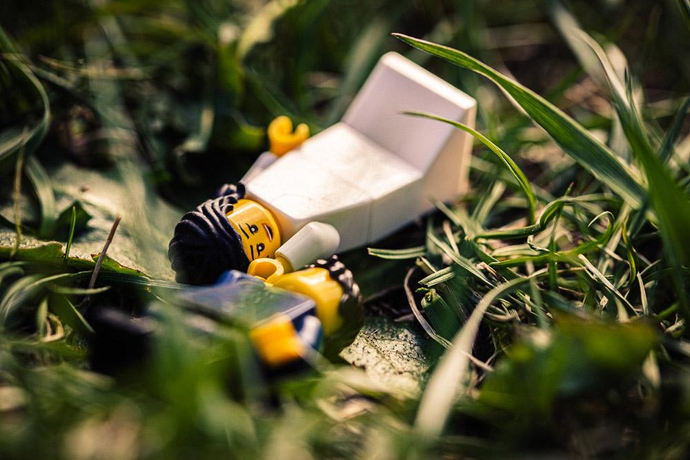 Plenerowa sesja ślubna ludzików Lego w czasie korona epidemii