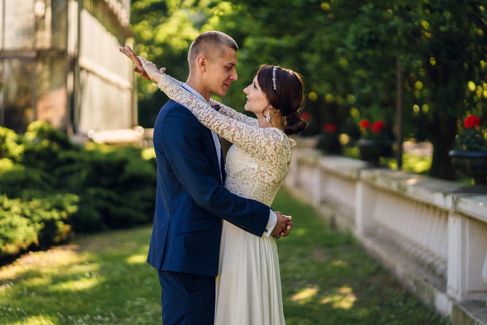 Zdjęcia z sesji ślubnej w poznańskiej Palmiarni i parku Wilsona