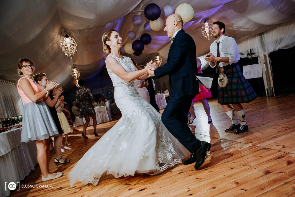 Zdjęcia z plenerowego ślubu i wesela w Zamku von Treskov
