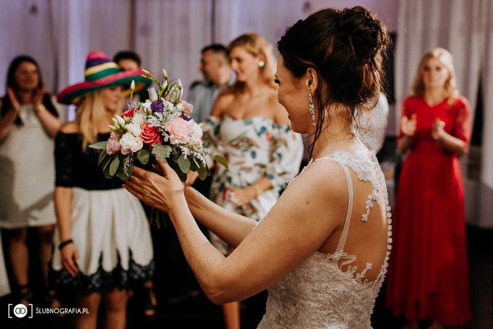 Zdjęcia Oli i Pawła ze ślubu w Przeźmierowie i z wesela w motelu Wzgórza Toskanii