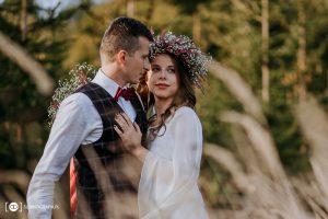 Romantyczna sesja ślubna o zachodzie słońca